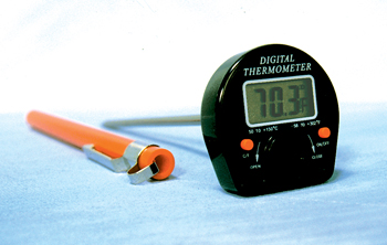 ANTI-ROLL DIGITAL TRACEABLE THERMOMETER