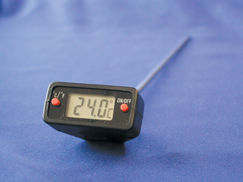 ROTARY HEAD DIGITAL TRACEABLE THERMOMETER w/8 in. PROBE